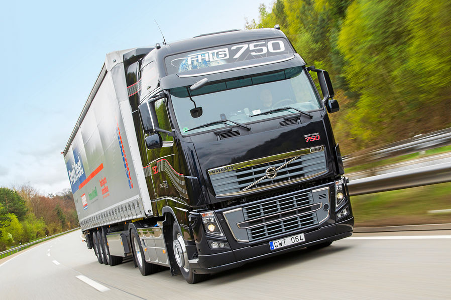 Volvo FH 16 Test: Retro Design with Much Power