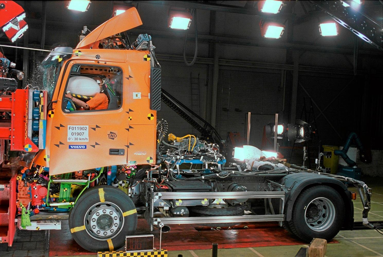 airbags beim lkw autoscout24 trucksblog deutschland. Black Bedroom Furniture Sets. Home Design Ideas