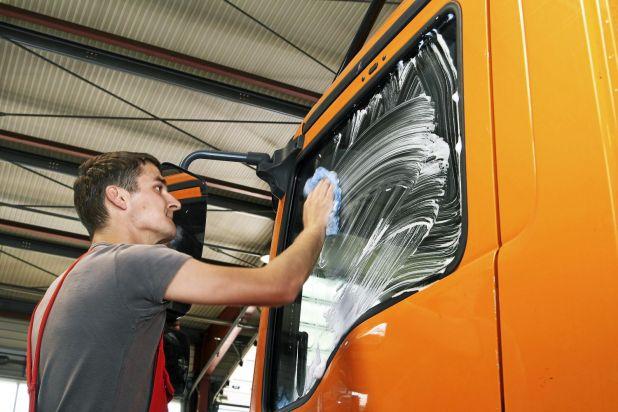 pflegemittel f r nutzfahrzeuge autoscout24 trucksblog deutschland. Black Bedroom Furniture Sets. Home Design Ideas