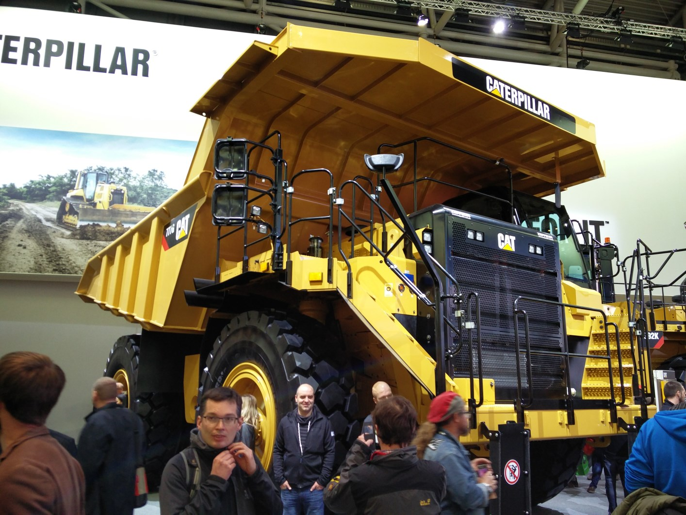 bauma-2016-CAT-Muldenkipper 777