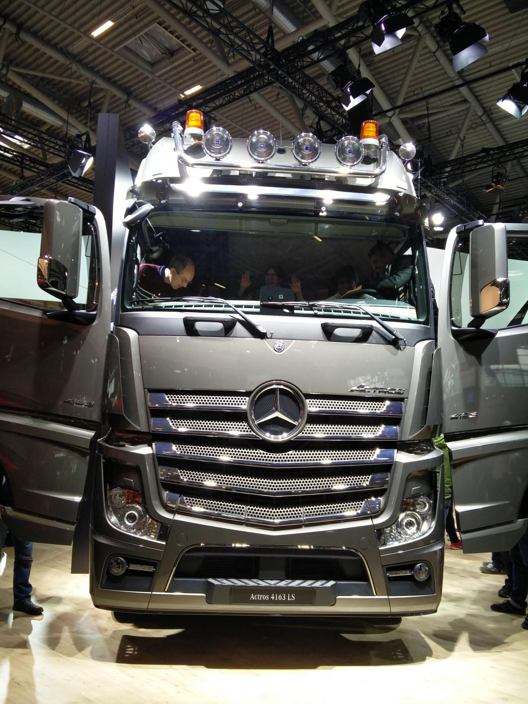 bauma-2016-DaimlerTrucks-Actros