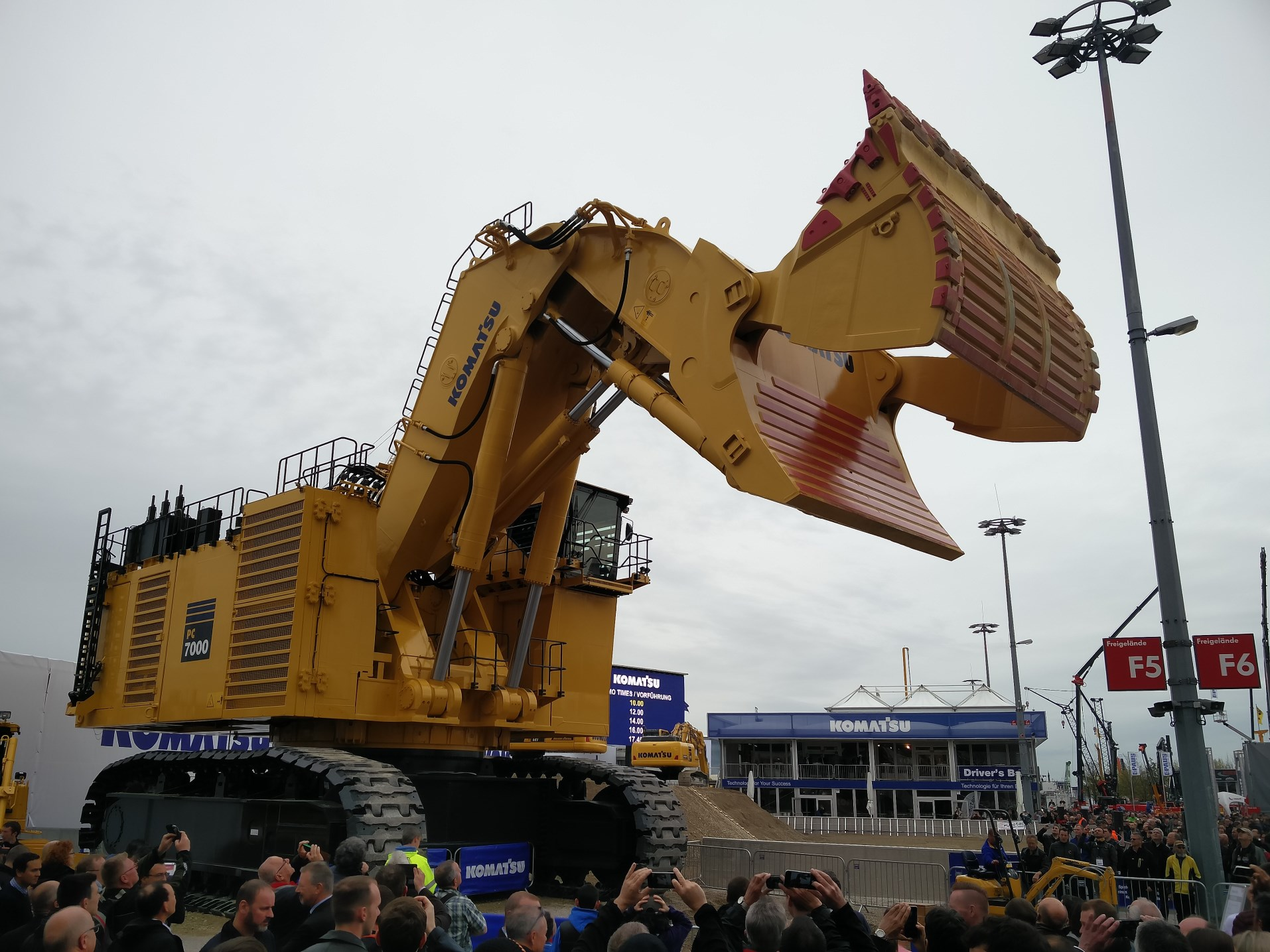 Komatsu Großhydraulikbagger PC-7000