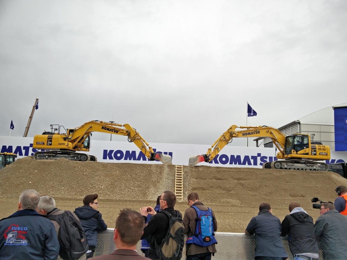 bauma-2016-Komatsu-Hydraulikbagger-PC210