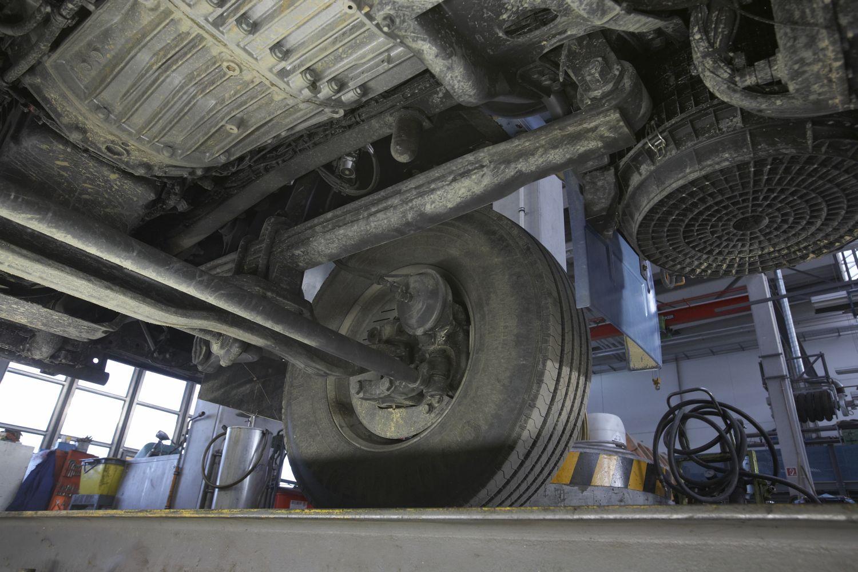 Geometría de dirección de un vehículo industrial: chasis